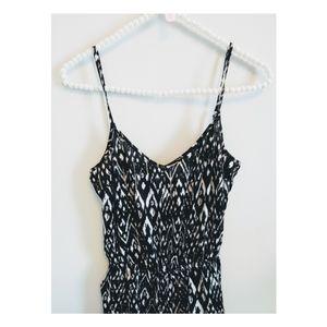 🍒2/$25 H&M geometric jumpsuit w/ pockets!